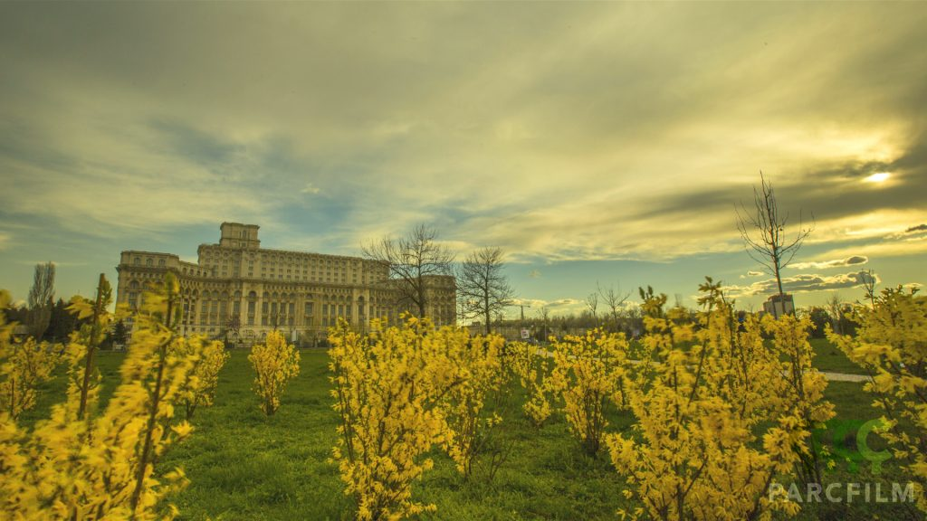 Imagine cu Palatul Parlamentului si cu un sendvis de filtre ND