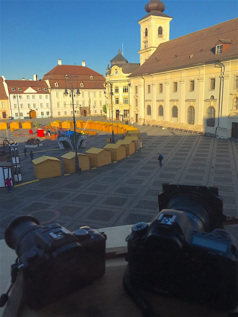 Piata mare din Sibiu, primele ore ale diminetii.